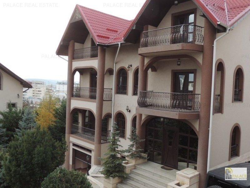 Proprietate ideala pentru pensiuni, hotel, compusa din 3 case