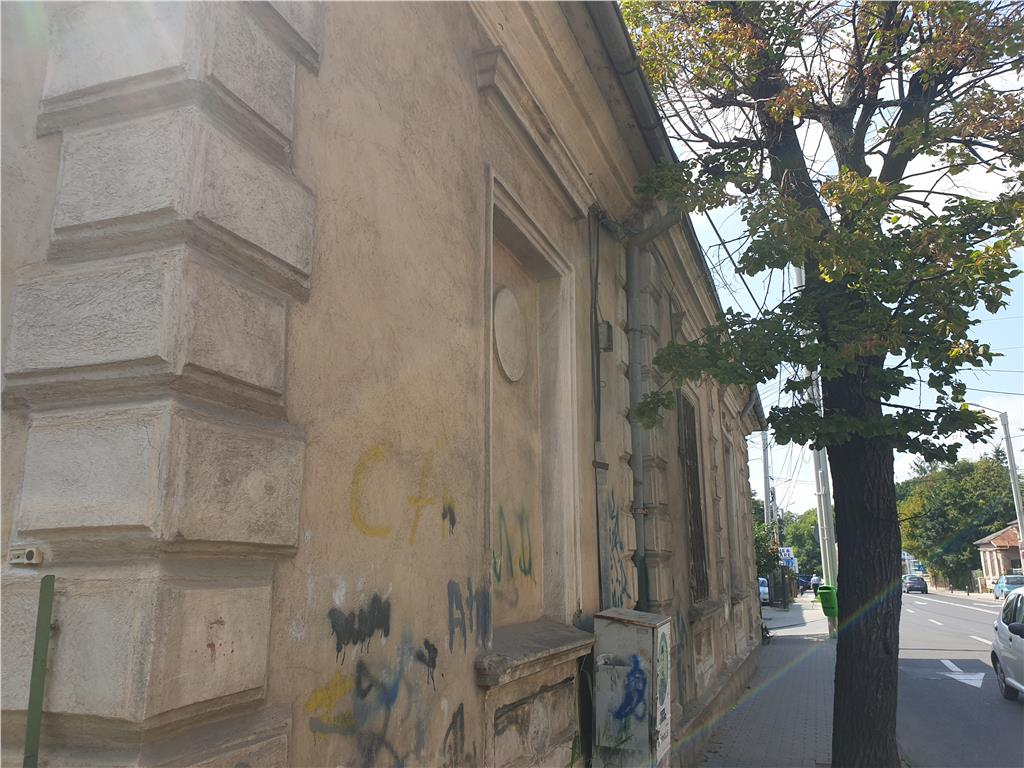 Casa de vanzare, Pacurari, la bulevard