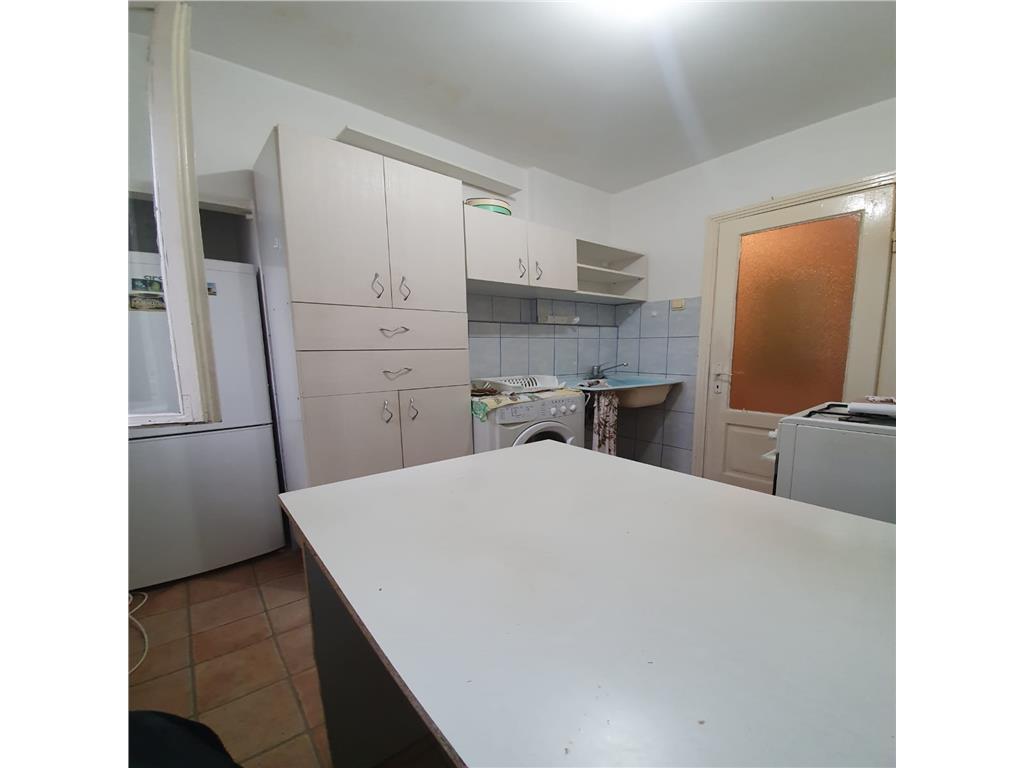 De inchiriat,Apartament 3 camere, Maternitatea Cuza Voda