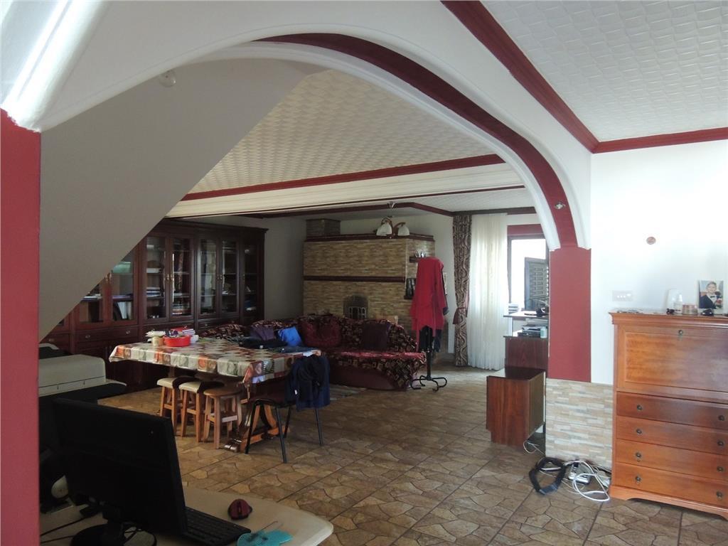 Casa deosebita, Miroslava la strada cu service auto