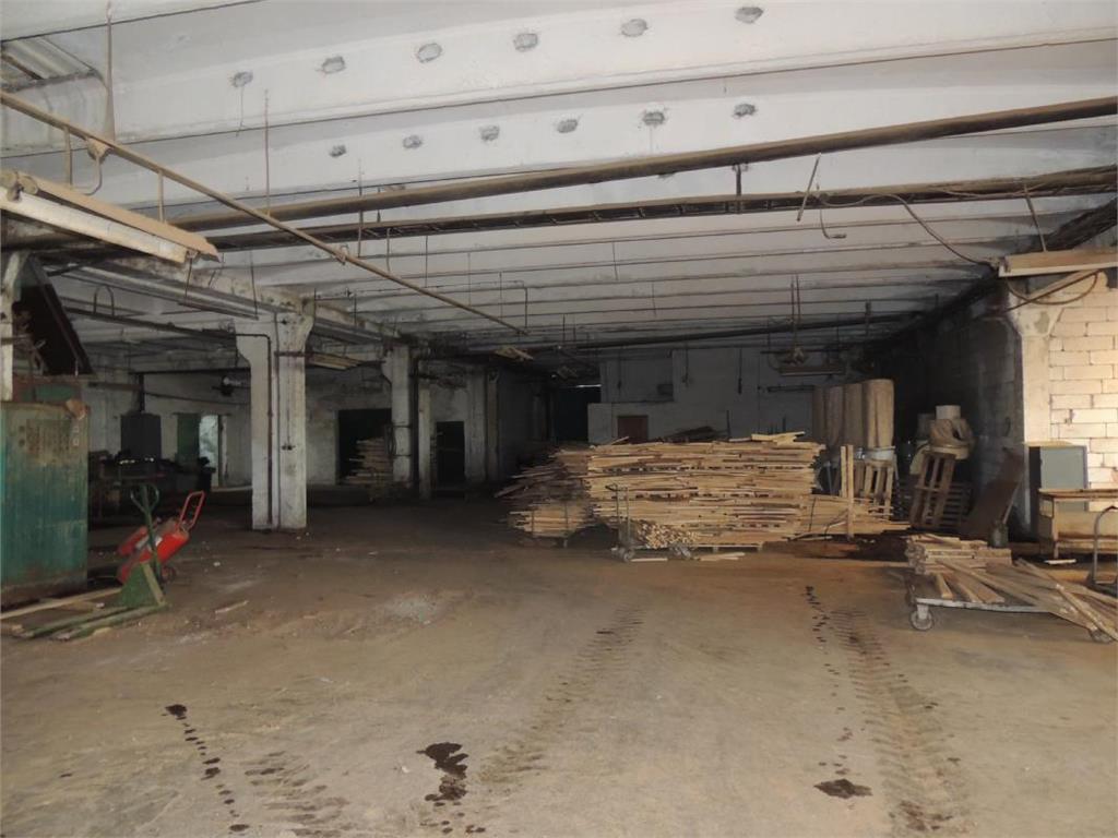 Vanzare spatiu industrial pentru productie sau depozitare la 70 km de Iasi