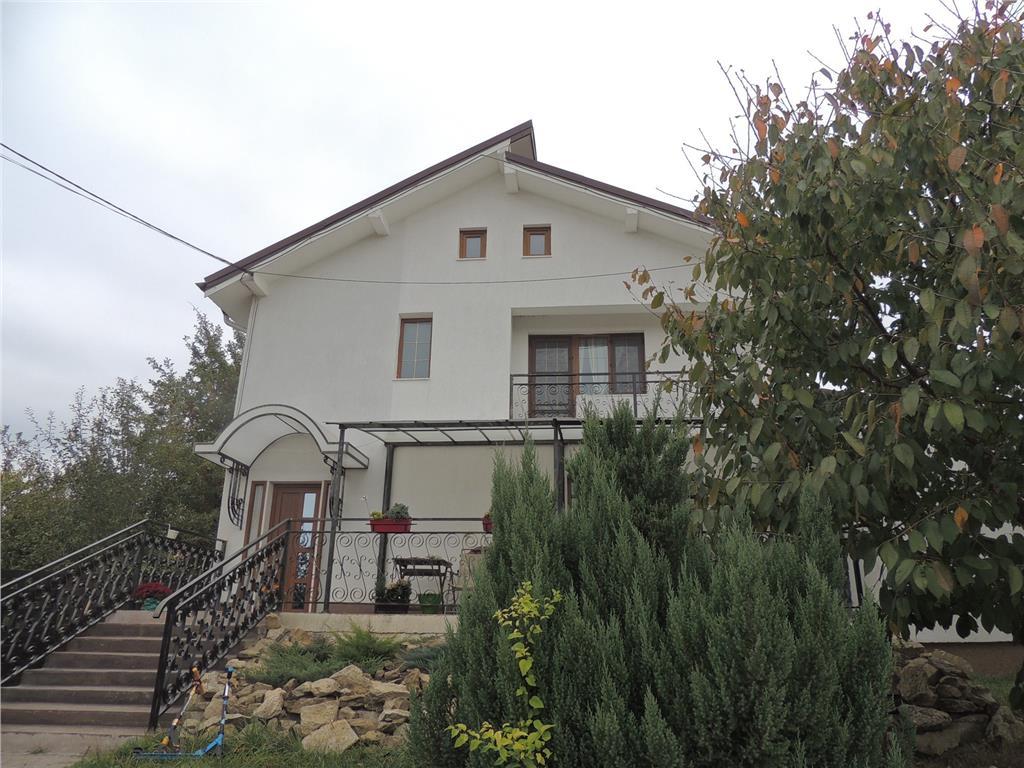 Casa de vanzare 140 mp si 1000 mp teren Bucium  Barnova